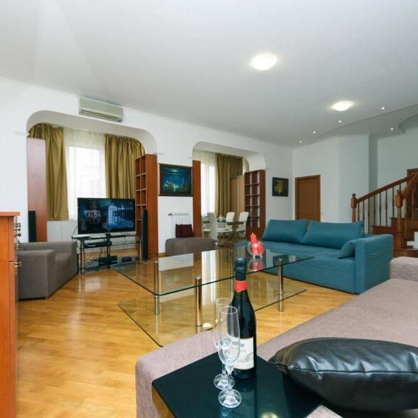 VIP penthouse apartment in historic center city on main street Khreschatyk