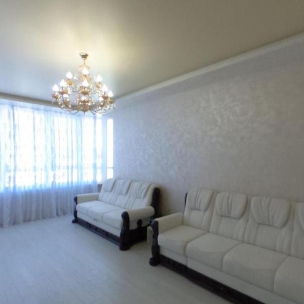 Apartment on Lyustdorfska Road