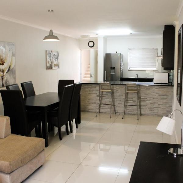 Waterstone East Villa Cape Town Century City