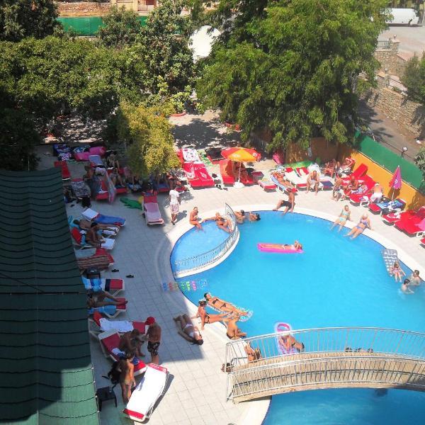 Rose Garden Apart Hotel
