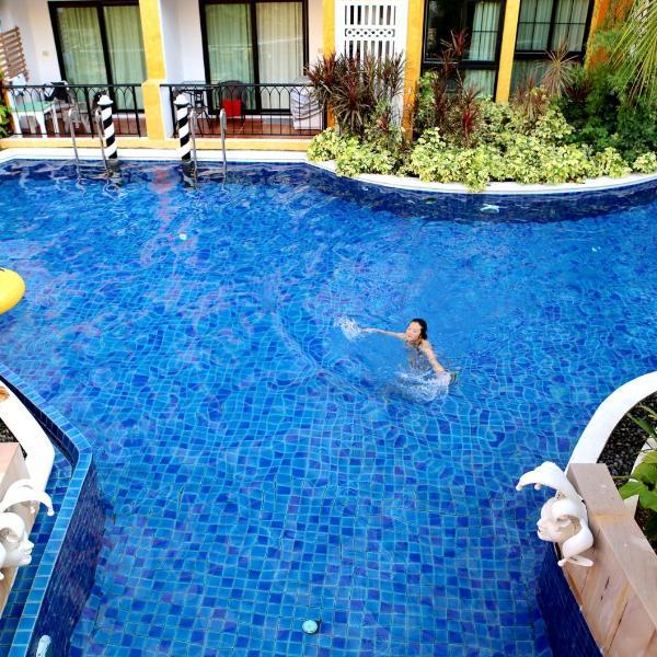 Venetian Poseidon Pool Hotel