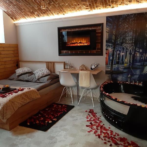 UNDERGROUND Jacuzzi Rooms