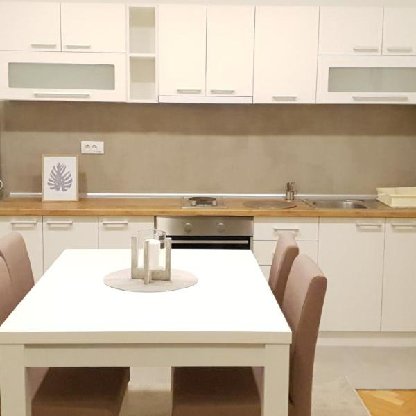 Lovely private flat+FREE breakfast+FREE parking