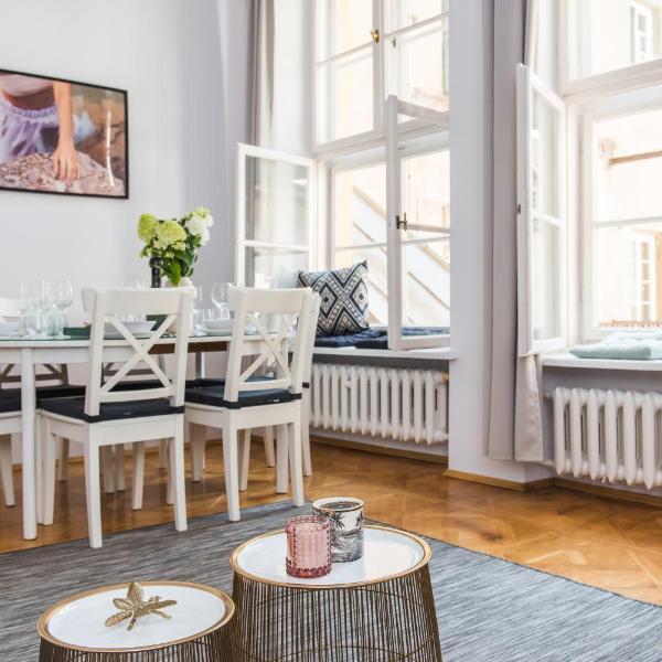 Square Apartment by Loft Affair
