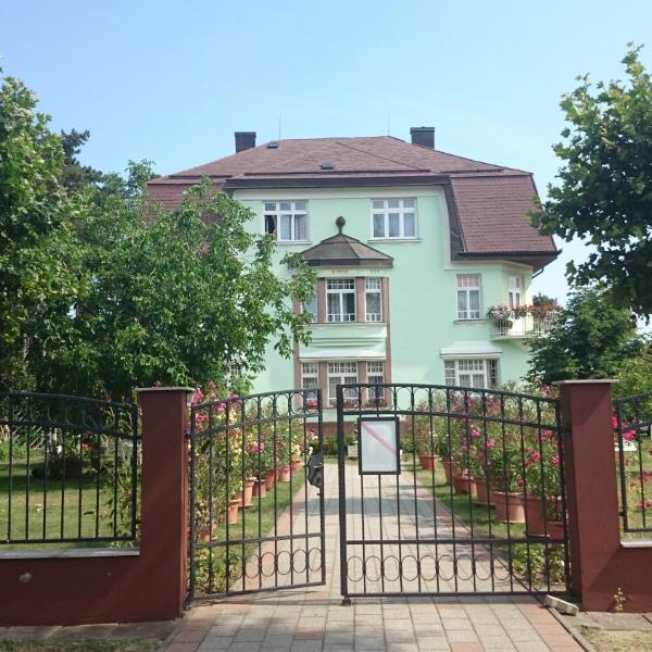 Éva Villa