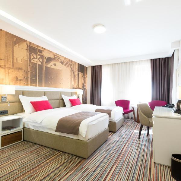Hotel TESLA - Smart Stay Garni
