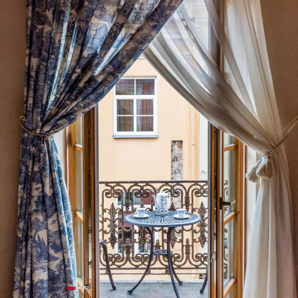 Angel House Vilnius, Pilies